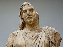 Мauzolej 220px-Statue_Maussollos_BM_Sc1000_n2