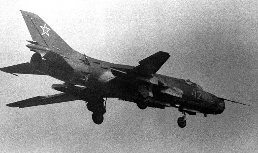 المقاتلات القاذفه Su-17/20/22 السوفييتيه 1024px-Su-17M