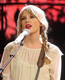 Swift performing on the Speak Now Tour in 2012.jpg