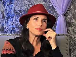 Tasia Valenza American actress and voice actress (born 1967)