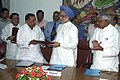 The Chief Minister Uttar Pradesh Shri Mulayam Singh Yadav submitting the signed MoU to the Prime Minister Dr. Manmohan Singh after signing the MoU on Ken-Betwa River Linking project with the Chief Minister of Madhya Pradesh Shri.jpg