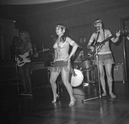 The Ladybirds opptrer i Bergen The Ladybirds performing in Bergen, Norway (1968) (6).jpg