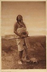 EDWARD SHERIFF CURTIS LE PHOTOGRAPHE DES AMÉRINDIENS 156px-The_Medicine-Man%2C_1907