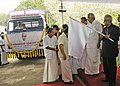 The President, Shri Pranab Mukherjee flagging off the 9th Jan Vigyan Yatra, organised by P.N. Panicker Vigyan Vikas Kendra, in Kerala on October 30, 2012. The Chief Minister of Kerala, Shri Oommen Chandy is also seen.jpg