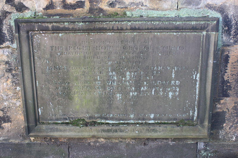 The grave of Lord Young, St John%27s, Edinburgh.JPG