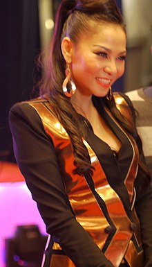Thu Minh in the backstage of the show 'Ngan Loi Yeu Thuong' held in Vietnam National Convention Center on 8th Mar 2013.JPG