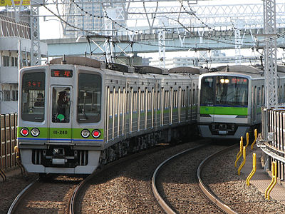 Toei Shinjuku Line 10280 10440 at Funabori Station.jpg