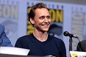 Tom Hiddleston (36109110291).jpg