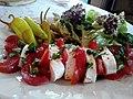 Tomates mozzarella, accompagnées de piments et d'une salade verte composée 06.jpg