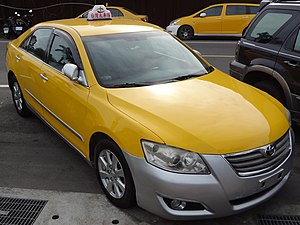 Toyota Camry 2.0E of Taiwan Taxi Corp right-head 20150618.jpg