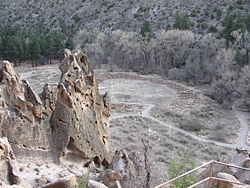 Tyuonyi Pueblo, Bandelier National Monument, NM.jpg