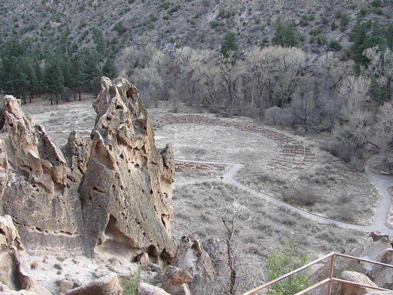 File:Tyuonyi Pueblo, Bandelier National Monument, NM.jpg