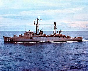 USS Forster (DER-334) underway at sea in 1966.jpg
