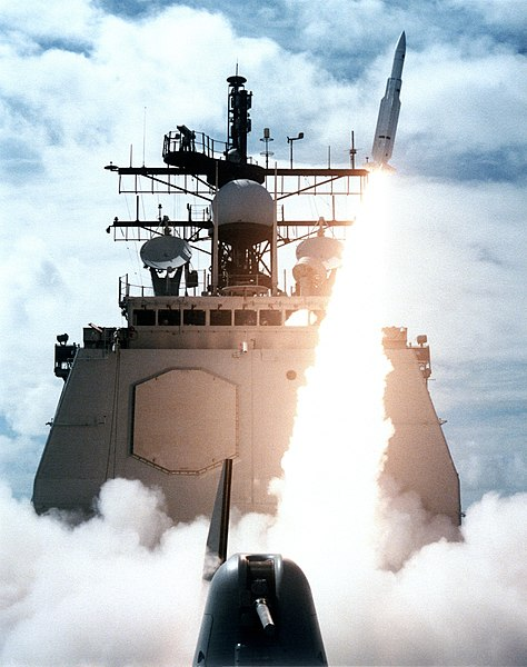 File:USS Vincennes launching SM-2MR in 1987.jpg