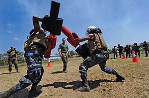 Military of Nicaragua - Nicaraguan military members train during a visit by the U.S. Navy