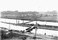 Uebersetzen über Ponton-Brücken beim Elektrizitätswerk - CH-BAR - 3239599.tif