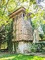 Une des tours de l'ancien château du parc de Schoppenwihr.jpg