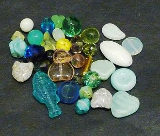 Uranium glass - Image: Uranium glass beads, black background