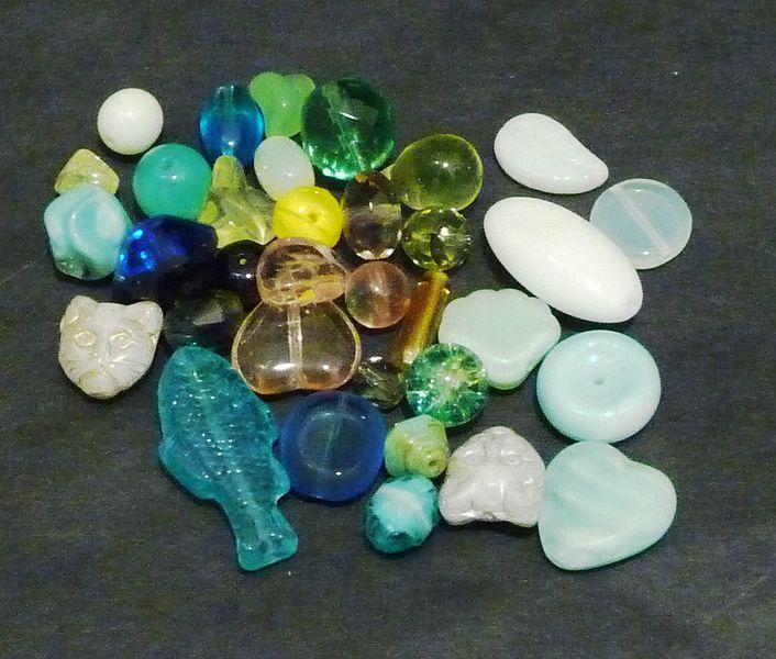 File:Uranium glass beads, black background.jpg