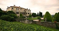 Villa godi valmarana front2.jpg