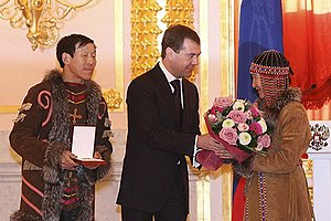 Order of Parental Glory - Russian president Dmitry Medvedev presenting the Order of Parental Glory to Vladimir and Olga Maksimov on January 13, 2009. (Photo www.kremlin.ru)