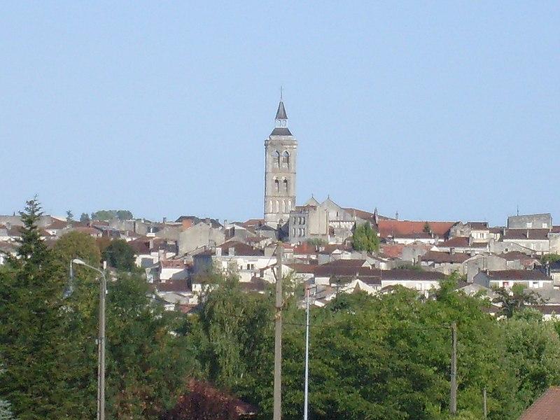 Vue de Cognac depuis la ville basse