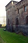 Walls and moat - Castelo Sforzesco - Milan 2014 (2).jpg