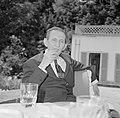 Walter Mehring zittend op een terras, Bestanddeelnr 254-5055.jpg