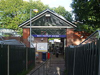 West Finchley stn entrance.JPG