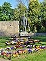 Wiener Zentralfriedhof - Gruppe 41 - Mahnmal für die Opfer des Faschismus 1934–1945 - Detail Kampf für die Freiheit.jpg
