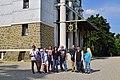 Wikipedianische KulTour Steinhof - Gruppenbild vor der Otto-Wagner-Kirche.jpg
