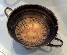 Garçon chevauchant un hippalectryon, kylix attique à figures noires, 540-530 av. J.-C., Altes Museum (Berlin)