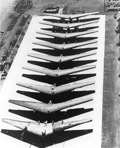 Les géants des airs : Le Northrop YB-49 [Italeri 1/72] 487px-YB49-9_300