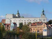 Zamek Książąt Pomorskich: fasada wschodnia – widok z Trasy Zamkowej