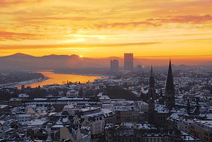 Cologne Bonn Region - Image: Zepper sunrise over the niveous city of bonn