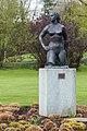 """Frau im Wind"" des Bildhauers Henri König im Seeburgpark.jpg"