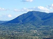 (Cerro de Guisando) Cebreros y cerro Guisando (43691341955) (cropped).jpg