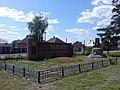 Братська могила радянських воїнів та пам'ятник воїнам-землякам, с. Високе, біля сільради.jpg