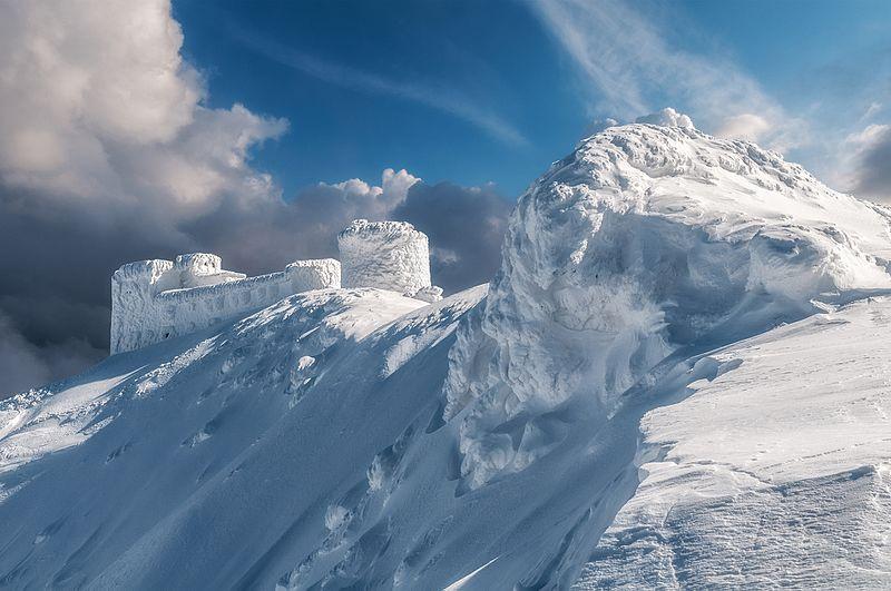 Найвисокогірніша українська споруда, величезна кам'яна, покинута обсерваторія «Білий Слон».