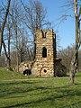 Стрельна. Орловский парк. Башня-руина02.jpg