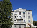 Триповерховий будинок № 7 зведений у стилі раціональної сецесії.JPG