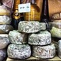 גבינות עזים מצופות אפר.jpg