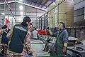 احمد ناطقی از عکاسان بنام ایران در آشپزخانه مرکزی مهران در حال مستند نگاری 04.jpg