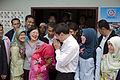นายกรัฐมนตรี มอบบ้านตามโครงการแก้ไขปัญหาความเดือดร้อนท - Flickr - Abhisit Vejjajiva (1).jpg