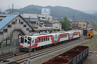 Sanriku Railway - A train arriving at Sakari Station in July 2014