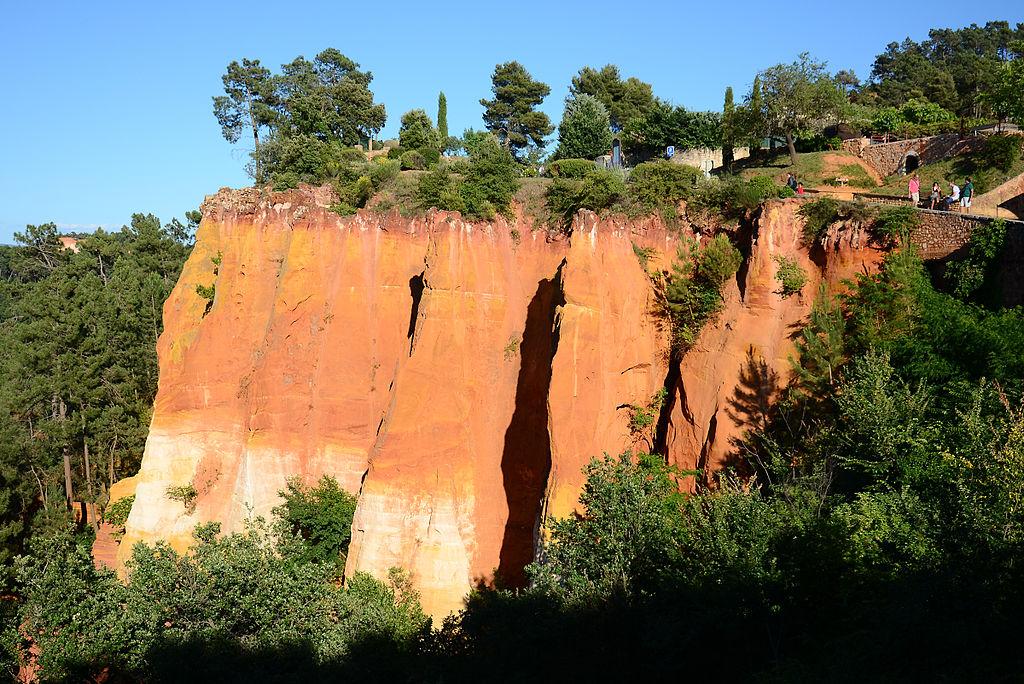 1024px-120613-Roussillon-05.jpg