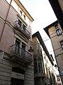 133 Edifici al carrer del Progrés, 2 (Vic), al fons la Casa Masferrer.jpg