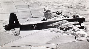 15 Short Stirling (15216076644).jpg