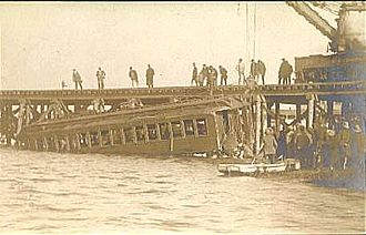 1906 Atlantic City train wreck - Car 6704 being removed from the water