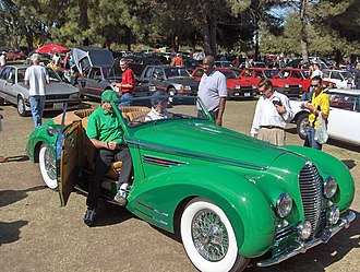 Suicide door - A suicide door on a Delahaye Type 135